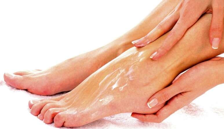 feet-moisturizer