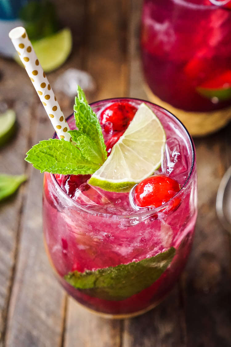 refreshing-drinks-for-Christmas-Cranberry-Mojito