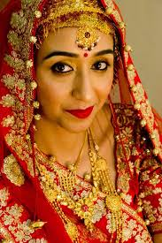 The Main Highlight Of Any Bengali Bride Is Forehead Design Combination Big Red Bindi Looks Superbly Awesome With White And