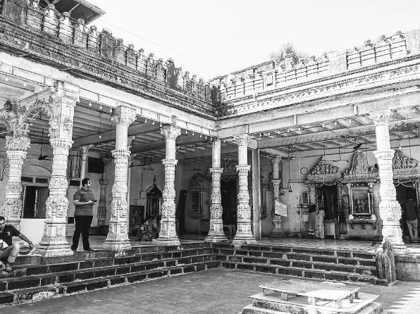 places-to-visit-in-mumbai-babulnath-temple