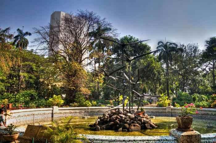 places-to-visit-in-mumbai-horniman-circle-gardens.jpg