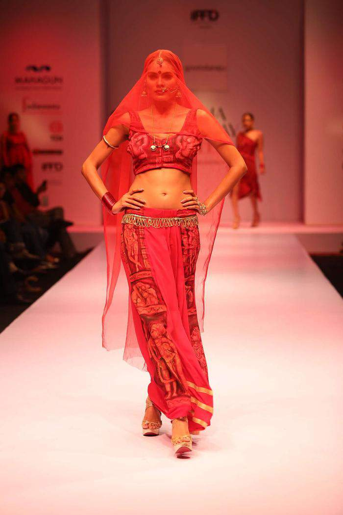 saree-draping-styles-blouse-style