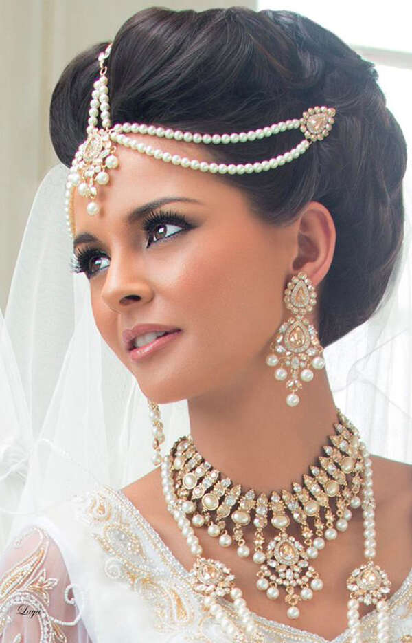 saree-draping-styles-hair-accessory