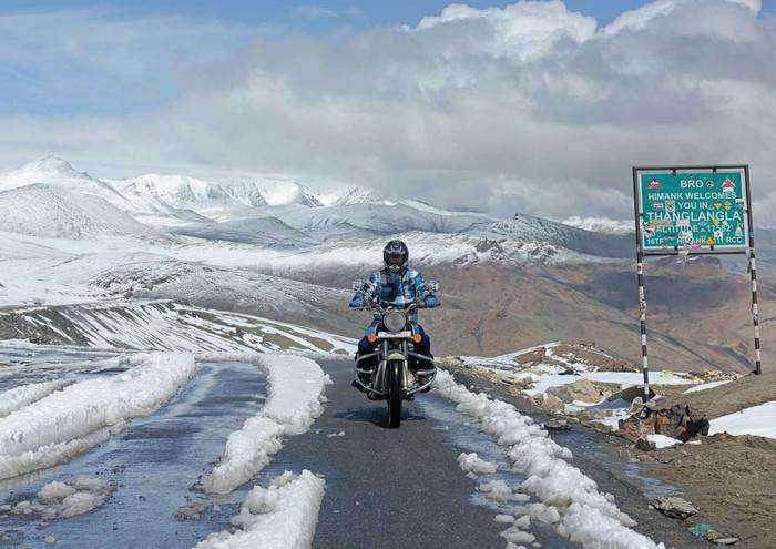 Bike Manali Leh road trips in india