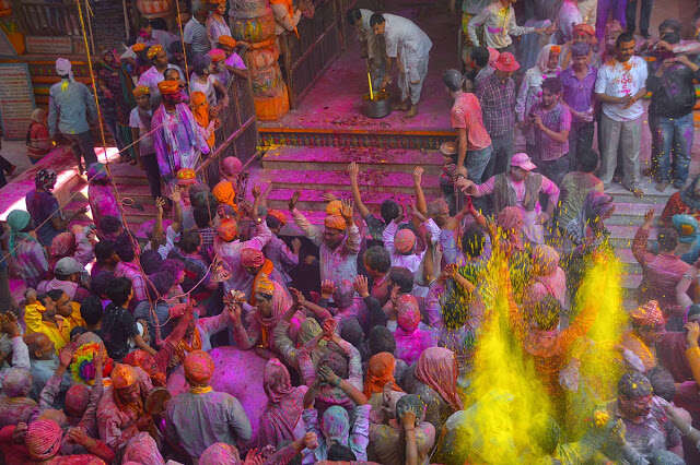 holi celebration in mathura dwarkadhish