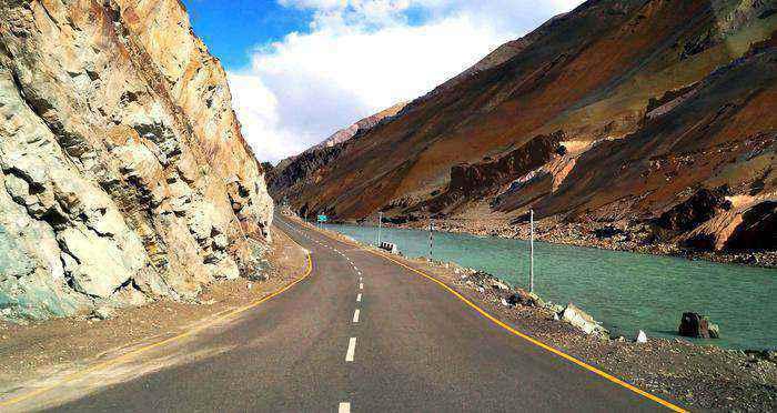 manali leh bike road trips in india