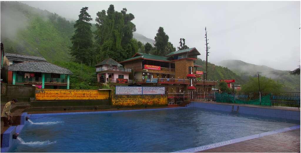 Bhagsu-shiva-temple-10-breathtaking-waterfalls-india