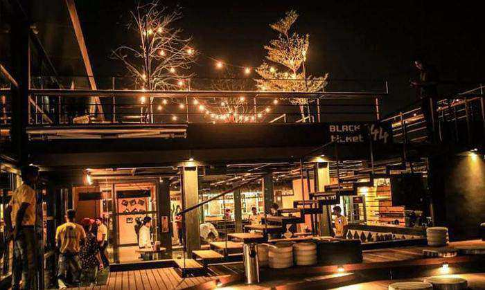 7 Best Rooftop Bars and Restaurants in Hyderabad