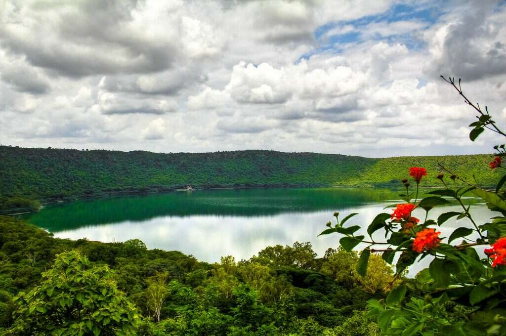 lonar crater lake 15 icnredible natural wonders of india