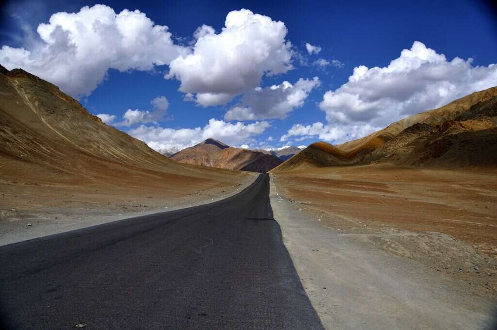 magnetic-hill-leh-15 incredible natural wonders of india