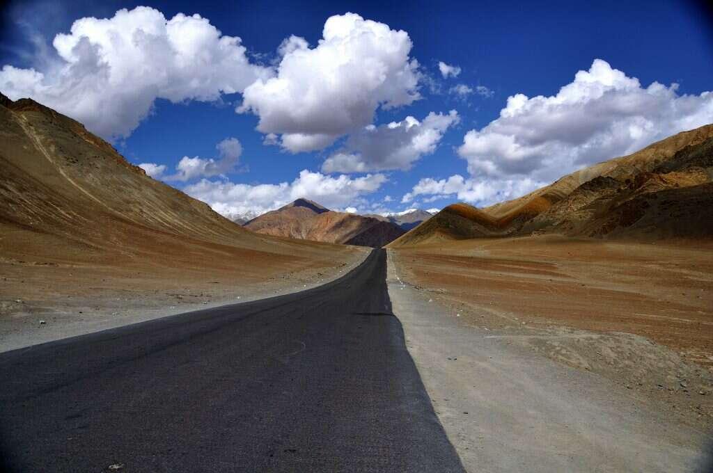 magnetic-hill-leh-15 incredible natural wonders of india