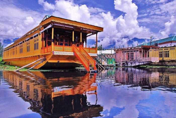 women only leh ladakh trip Houseboat