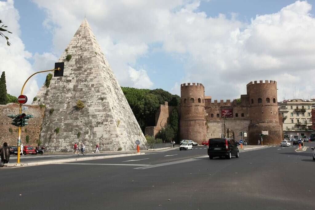 10 offbeat places in rome pyramid of cestius roman era