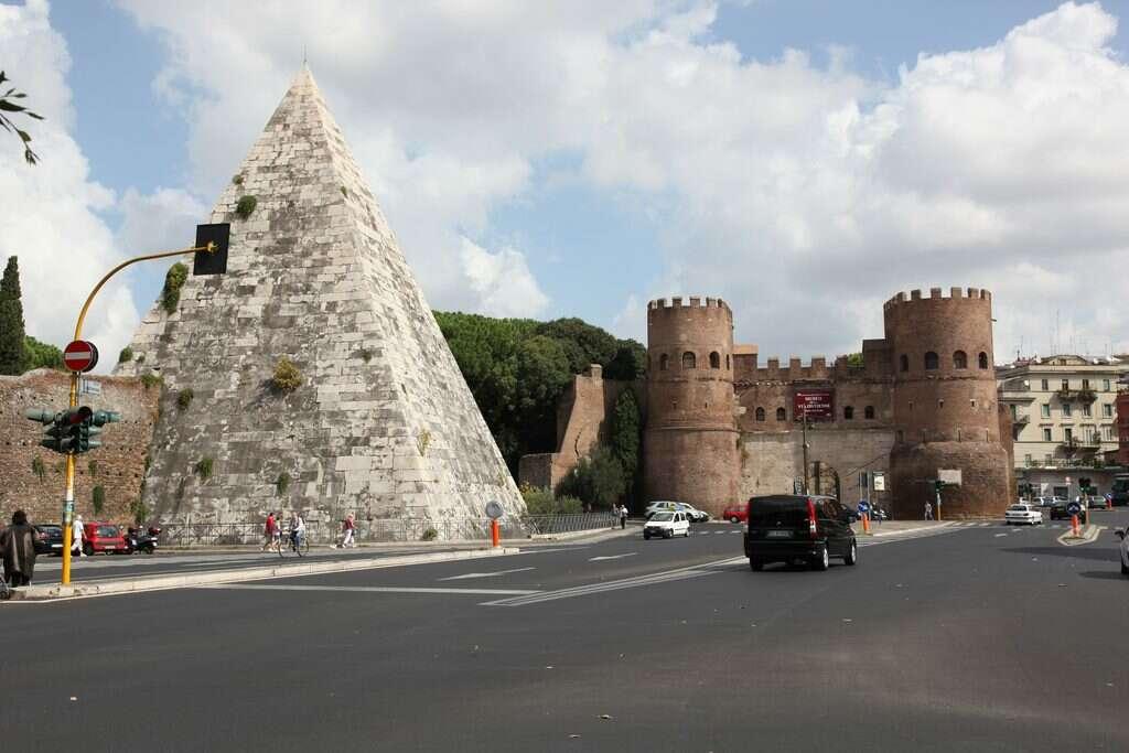 10 offbeat places in rome pyramid of cestius roman era