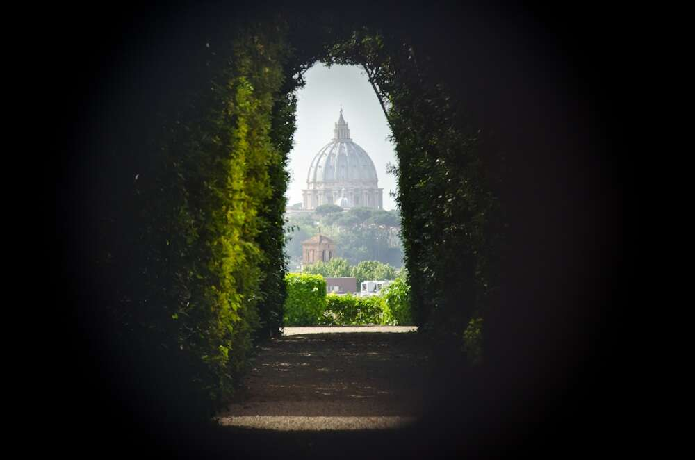10 offbeat places in rome dome the aventine keyhole