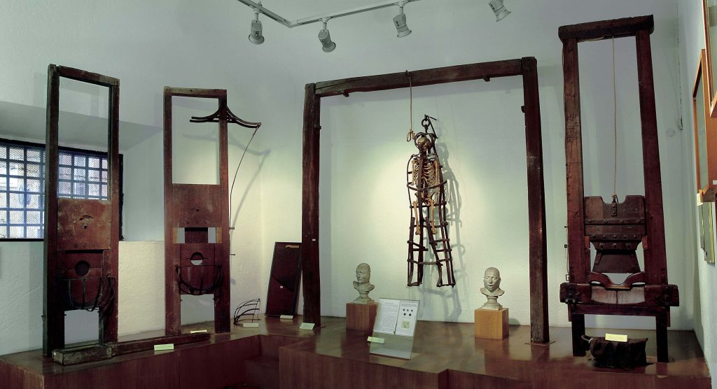 10 offbeat places in rome criminology museum milazzo cage