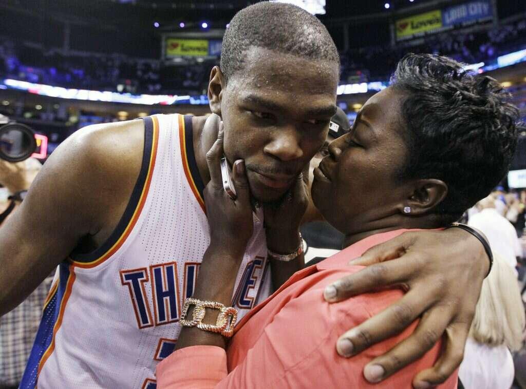 Kevin Durant Wanda Pratt mother of athletes