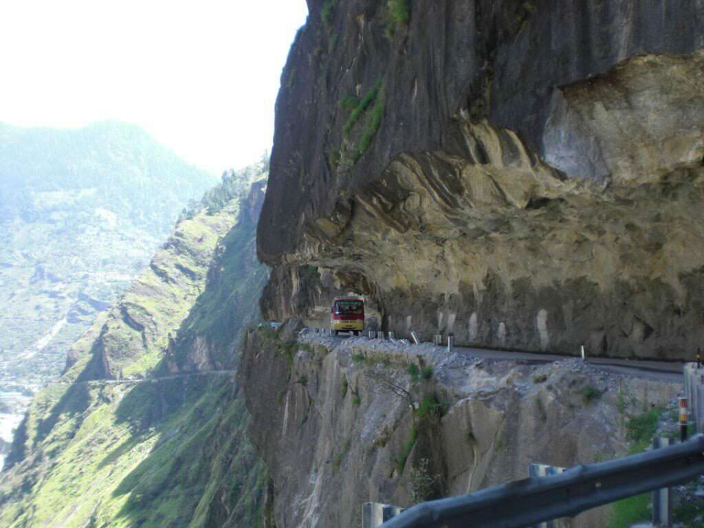 leh manali 12 dangerous roads in India