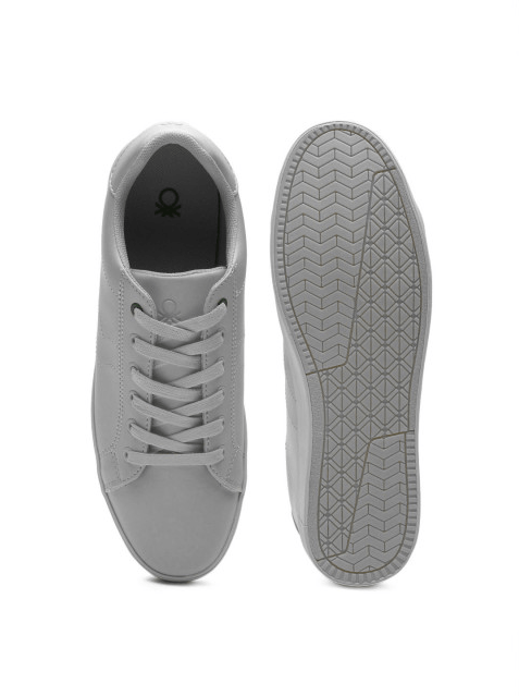 mens light sneakers
