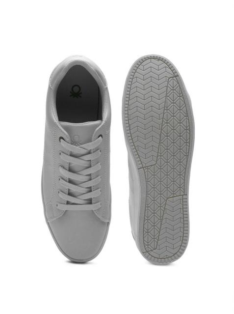 mens light sneakers