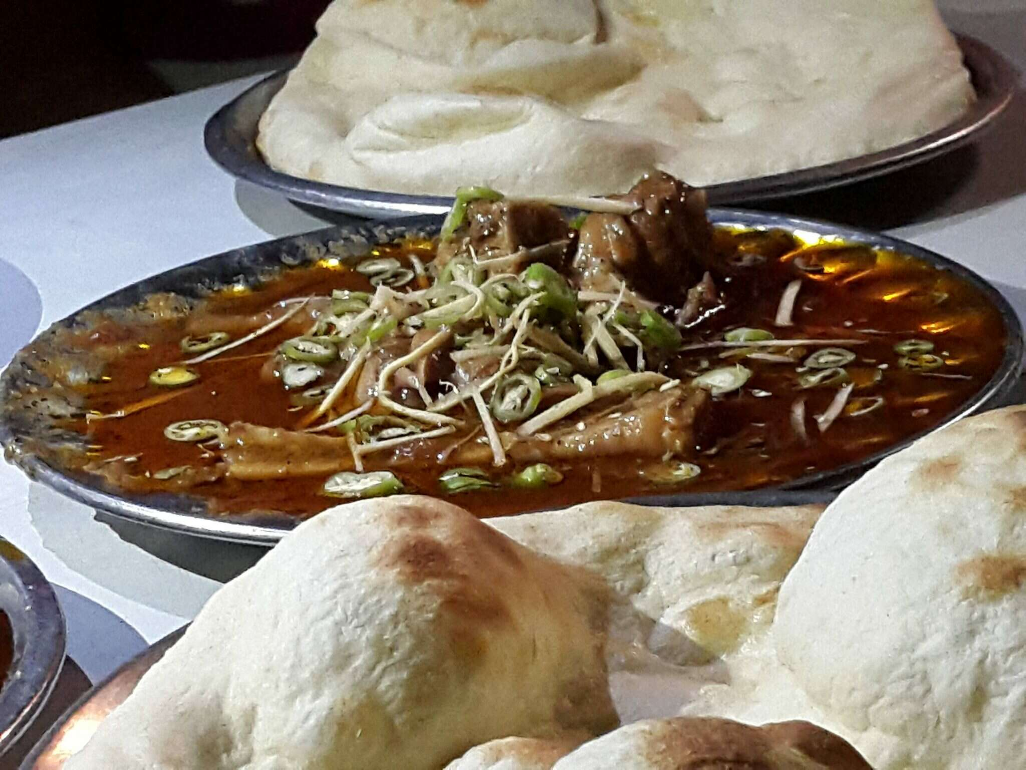nihari and khamiri roti