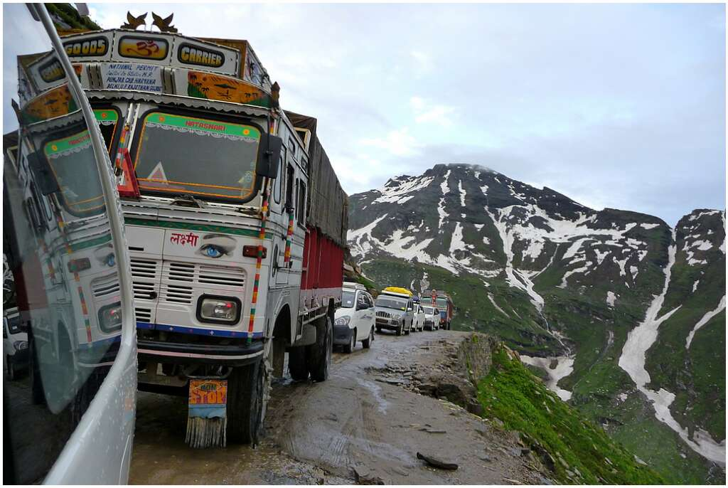 rohtang pass 12 dangerous roads in India