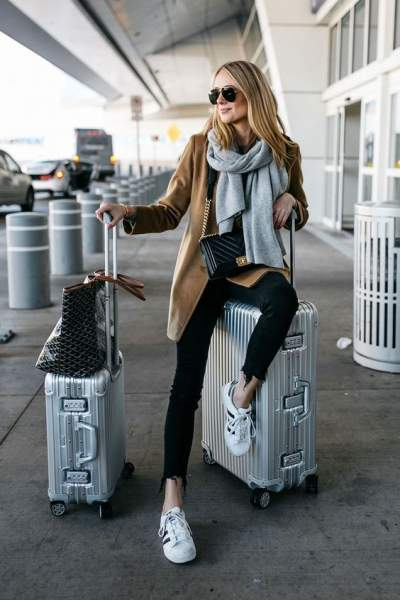 his-and-her-suitcases